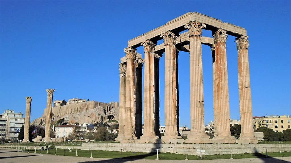 Templo de Zeus Olímpico en Atenas. Ejemplo de templo corintio